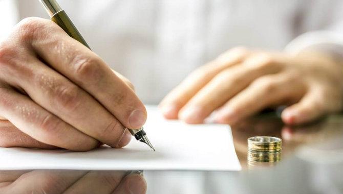 No basta la partida de matrimonio para corregir titularidad de bien social